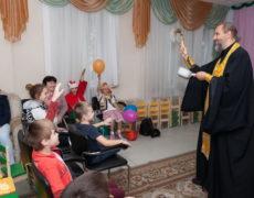 Молебен в детском приюте
